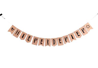DIY slinger met de tekst Hieperdepiep, om op te hangen bij ieder feestje, verjaardag, geboorte, trouwerij, huwelijk, afstudeerfeest, etc. Gemaakt van kraftpapier met opdruk. Het merk is MIEKinvorm.
